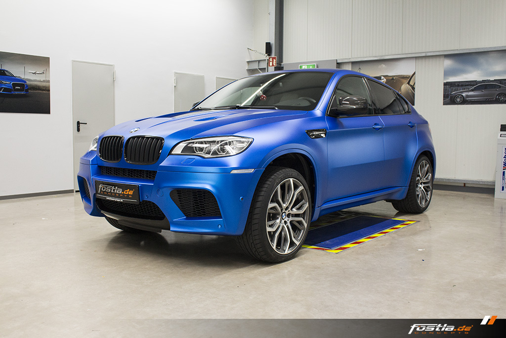 BMW X6M E71 Car-Wrapping Vollfolierung KPMF Blau Carbon 1.jpg