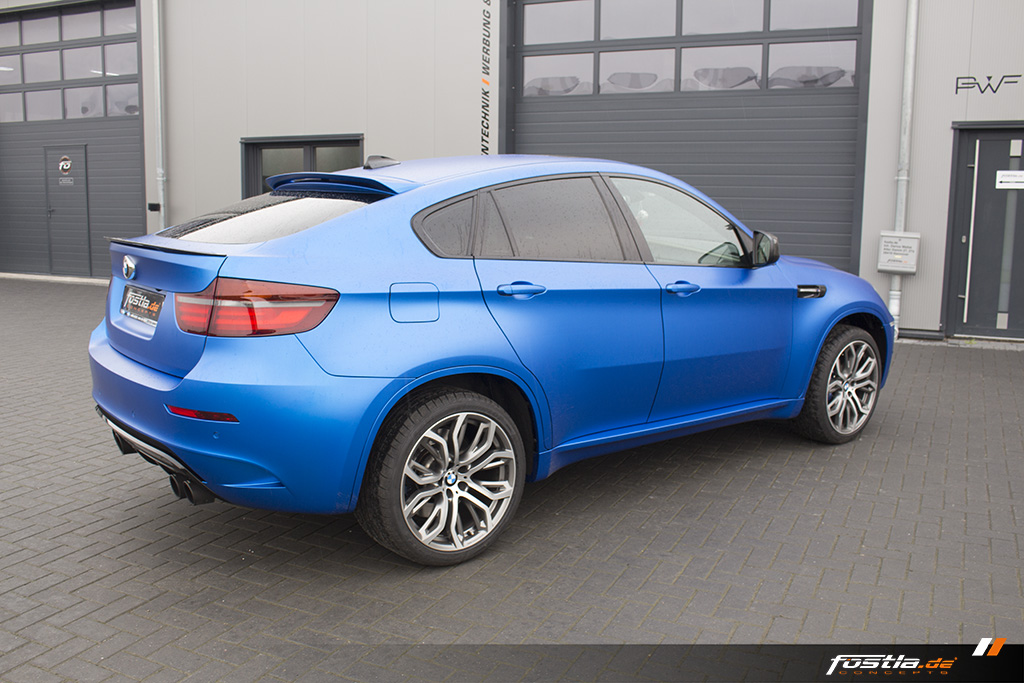 BMW X6M E71 Car-Wrapping Vollfolierung KPMF Blau Carbon 10.jpg