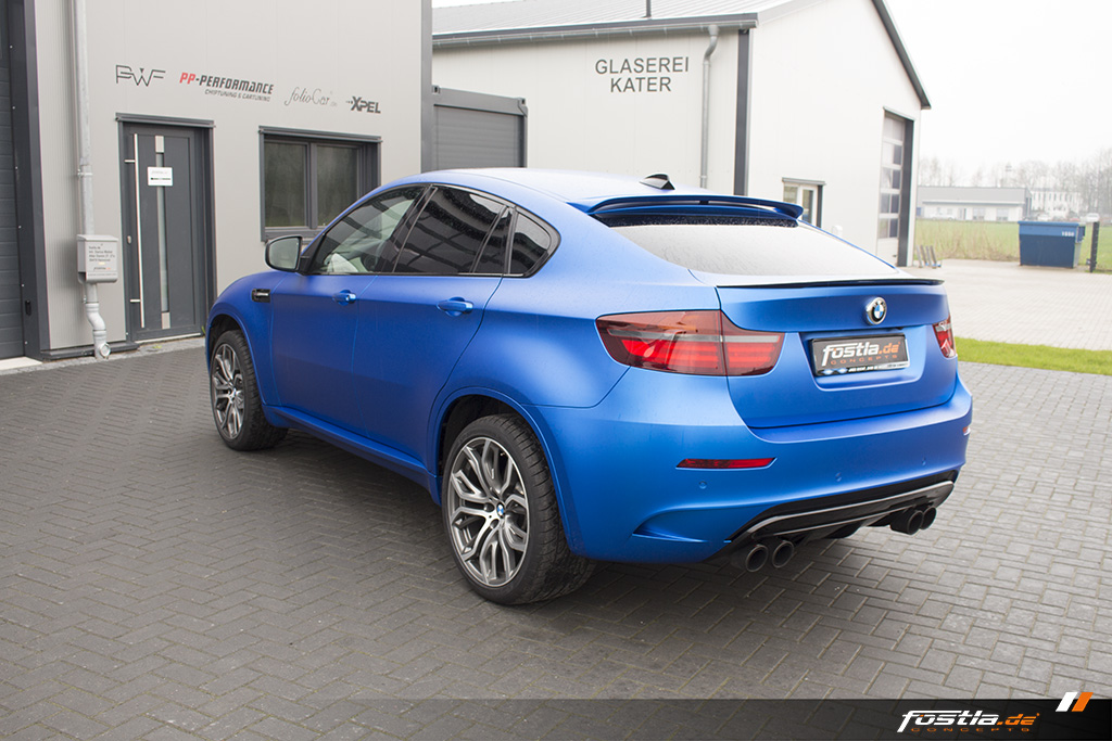 BMW X6M E71 Car-Wrapping Vollfolierung KPMF Blau Carbon 11.jpg