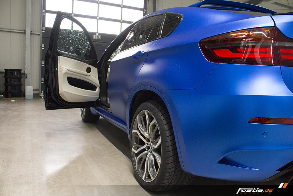 BMW X6M E71 Car-Wrapping Vollfolierung KPMF Blau Carbon 12.jpg