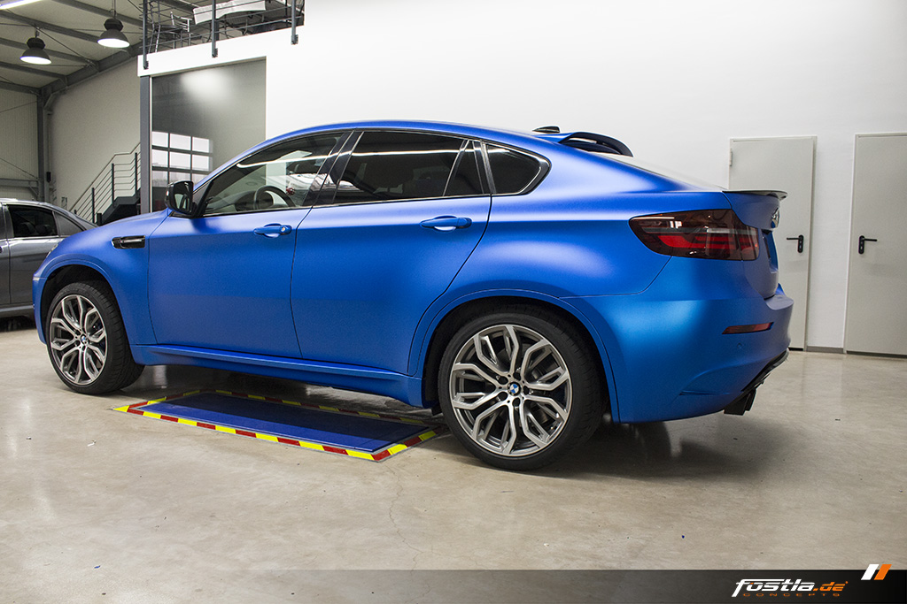 BMW X6M E71 Car-Wrapping Vollfolierung KPMF Blau Carbon 2.jpg