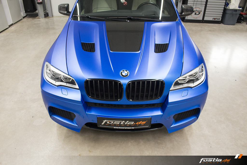 BMW X6M E71 Car-Wrapping Vollfolierung KPMF Blau Carbon 6.jpg