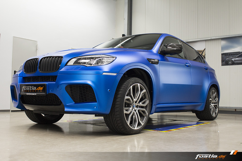 BMW X6M E71 Car-Wrapping Vollfolierung KPMF Blau Carbon 8.jpg