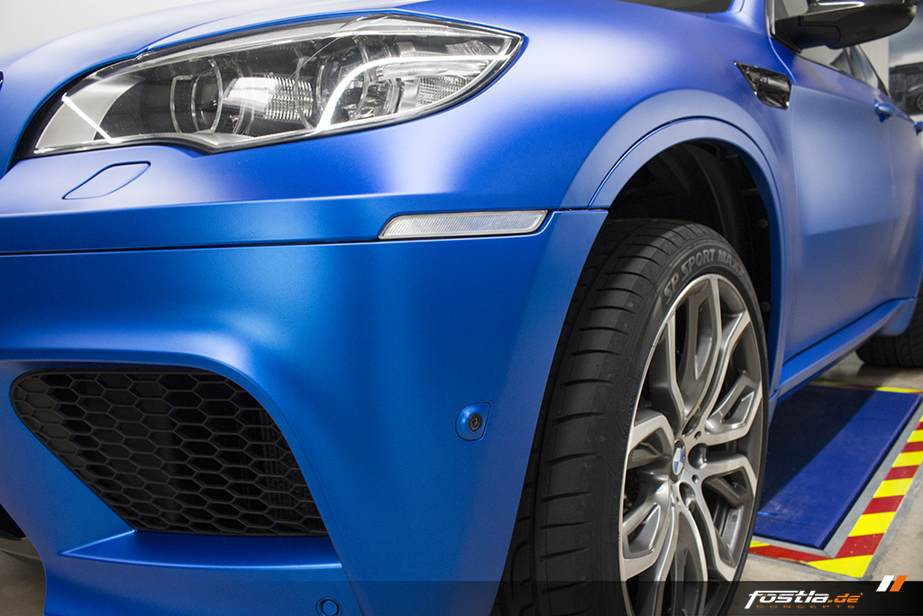 BMW X6M E71 Car-Wrapping Vollfolierung KPMF Blau Carbon 9.jpg