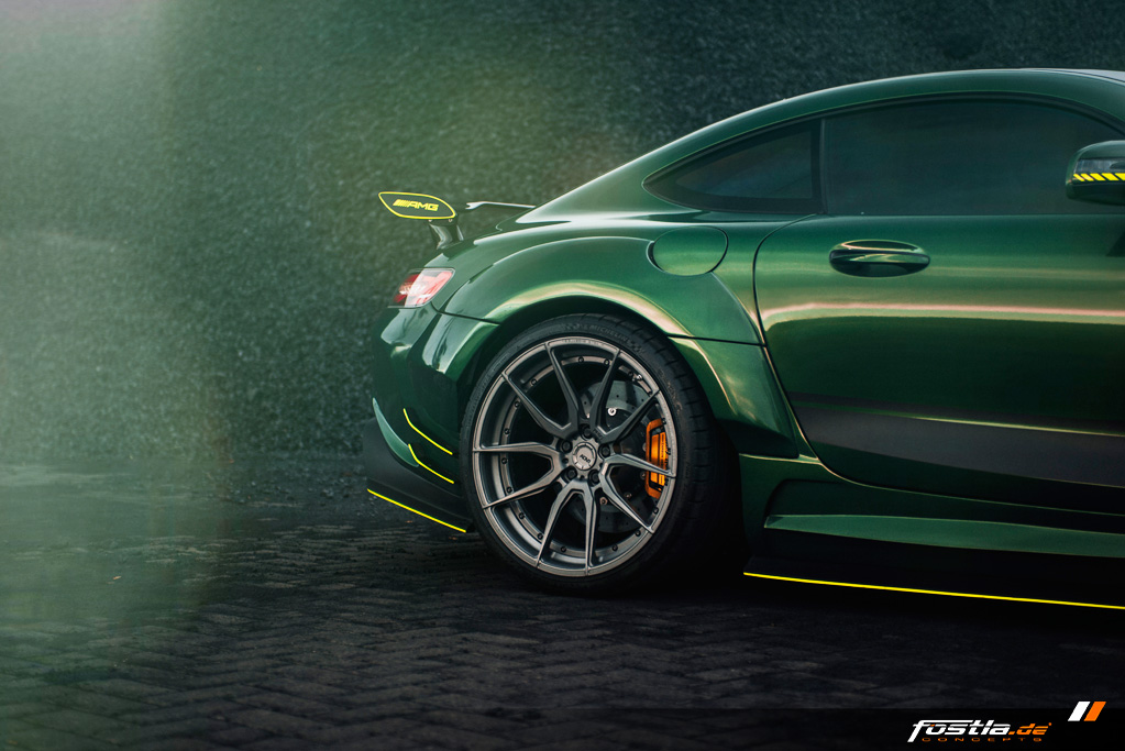 Mercedes AMG GT Prior-Design Widebody-Aerodynamik-Kit Malachite Green Vollfolierung Hannover (10).jpg